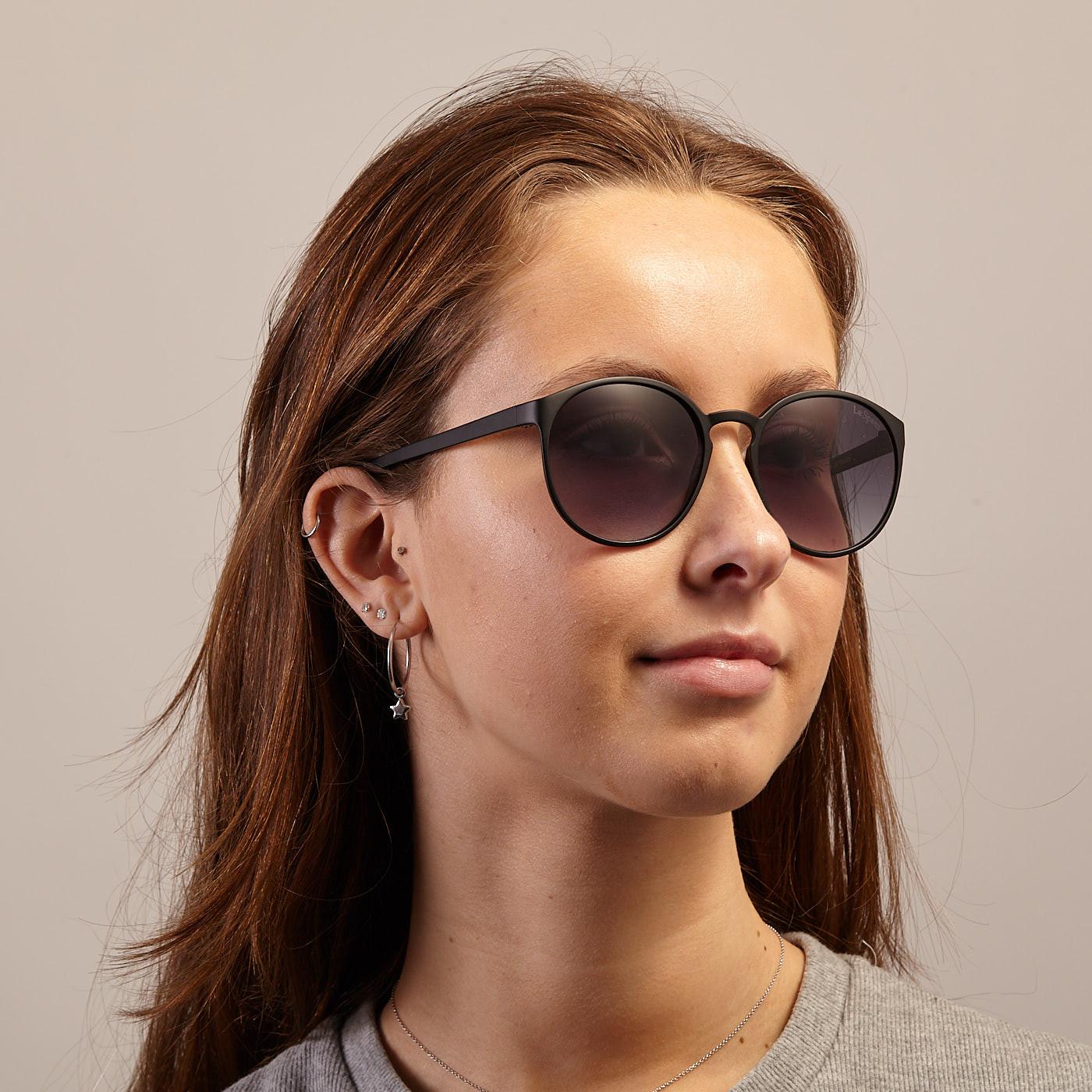 Le Specs Swizzle Matt Black Solglasögon LSP1502061 Solglasögon